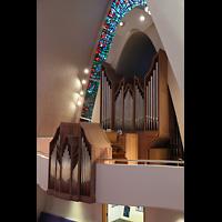 Kópavogur, Kópavogskirkja, Orgel seitlich