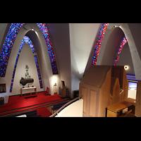 Kópavogur, Kópavogskirkja, Blick über das Rückpositiv in die Kirche