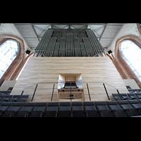 Neubrandenburg, Konzertkirche St. Marien, Orgel mit Spieltisch perspektivisch
