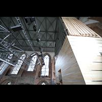 Neubrandenburg, Konzertkirche St. Marien, Orgel seitlich mit Blick in den Raum