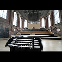 Neubrandenburg, Konzertkirche St. Marien, Mobiler Spieltisch und Orgel
