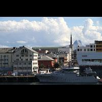 Bodø (Bodo), Domkirke, Domkirke vom Hafen / von der Hurtigruten aus gesehen