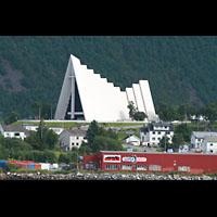 Tromsø - Tromsdalen, Ishavskatedralen (Eismeer-Kathedrale), Ansicht vom Hafen / Hurtigruten-Anleger aus