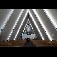 Tromsø - Tromsdalen, Ishavskatedralen (Eismeer-Kathedrale), Innenraum in Richtung Chor