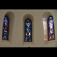 Svolvær (Svolvaer), Kirke, Bunte Glasfenster im Chor