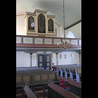 Brønnøysund (Brönnöysund), Kirke (Kleine Orgel), Linke Seitenempore mit kleiner Orgel