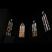 Bergen, Domkirke, Bunte Glasfenster im Chor