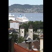 Bergen, Mariakirke, Blick vom Øvre Blekeveien zur Kirche und zum Hafen