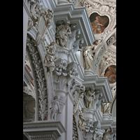 Passau, Dom St. Stephan, Kapitelle im Hauptschiff