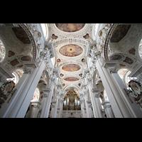 Passau, Dom St. Stephan, Deckengewölbe und Blick zur Orgel