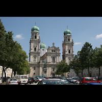 Passau, Dom St. Stephan, Dom vom Domplatz aus