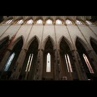 Ulm, Münster (Hauptorgel), Säulen und Obergaden des Hauptschiffs