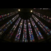 Aachen, Dom St. Marien (Hauptorgelanlage), Bunte Fenster mit Glasmalerei in der Chorhalle