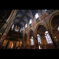 Kevealer, Marienbasilika, Innenraum mit Orgel