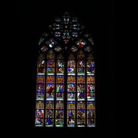 Köln, Dom St.Peter und Maria (Truhenorgel), Fenster mit bunter Glasmalerei