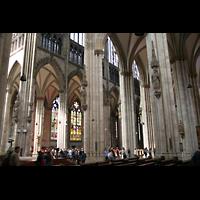 Köln, Dom St.Peter und Maria (Truhenorgel), Blick vpom Querhaus in Richtung Vierung