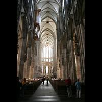 Köln, Dom St.Peter und Maria (Truhenorgel), Innenraum / Hauptschiff in Richtung Chor