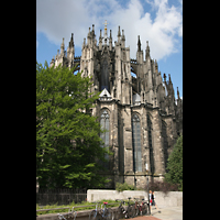 Köln, Dom St.Peter und Maria (Truhenorgel), Chor mit Strebewerk und Vierungsturm