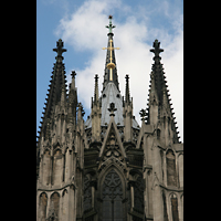 Köln, Dom St.Peter und Maria (Truhenorgel), Chor, Vierungsturm und Haupttürme - Detail