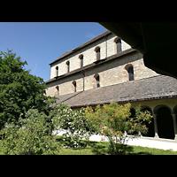Schaffhausen, Münster (ehem. Kloster zu Allerheiligen), Blick durch den Kreuzgarten auf das Langhaus