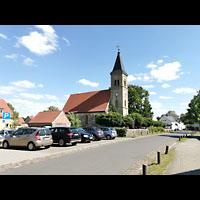 Mühlenbecker Land - Schönfließ, Ev. Kirche, Außenansicht von Norden von der Dorfstraße