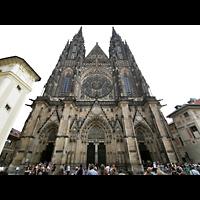 Praha (Prag), Katedrála sv. Víta (St. Veits-Dom), Querhausorgel, Westfassade mit Türmen
