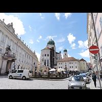 Passau, Dom St. Stephan, Blick vom Residenzplatz auf den Chor des Doms