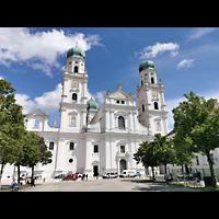 Passau, Dom St. Stephan, Domplatz mit Dom