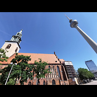 Berlin (Mitte), St. Marienkirche, Marienkirche und Fernsehturm am Alexanderplatz