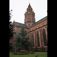 Mainz, Dom St. Martin und St. Stephan, Blick vom Kreuzgang auf den Westturm