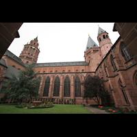 Mainz, Dom St. Martin und St. Stephan, Blick vom Kreuzgang auf das Seitenschiff