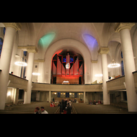 Berlin (Steglitz), Lukaskirche, Innenraum / Hauptschiff in Richtung Orgel