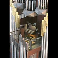 Berlin (Mitte), St. Hedwigs-Kathedrale, Spieltisch mitten in der Orgel