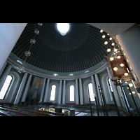 Berlin (Mitte), St. Hedwigs-Kathedrale, Innenraum von der Seite zur Orgel hin gesehen