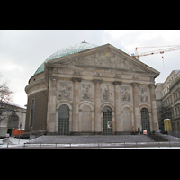 Berlin (Mitte), St. Hedwigs-Kathedrale, Fassade
