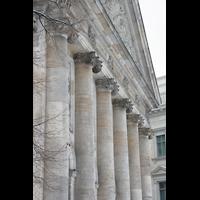 Berlin (Mitte), St. Hedwigs-Kathedrale, Säulen