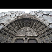 Antwerpen (Anvers), Onze-Lieve-Vrouwekathedraal (Transeptorgel), Fassade mit Tympanon über dem Hauptportal