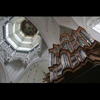 Antwerpen (Anvers), Onze-Lieve-Vrouwekathedraal (Transeptorgel), Transeptorgel mit Blick in die Kuppel