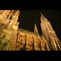 Chartres, Cathédrale Notre-Dame, Seitenansicht bei Nacht