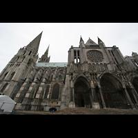 Chartres, Cathédrale Notre-Dame, Seitenansicht mit Querhaus