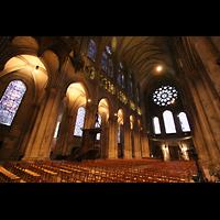 Chartres, Cathédrale Notre-Dame, Innenraum / Hauptschiff in Richtung Rückwand