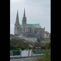 Chartres, Cathédrale Notre-Dame, Gesamtansicht von der Stadt aus