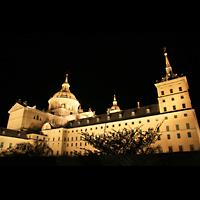 San Lorenzo de El Escorial, Basílica del Real Monasterio, Basilika bei Nacht