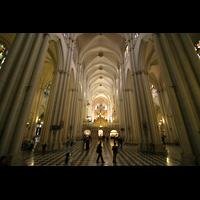 Toledo, Catedral (Órgano del Emperador), Innenraum / Hauptschiff in Richtung Chor