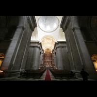San Lorenzo de El Escorial, Basílica del Real Monasterio, Innenraum / Hauptschiff in Richtung Chor