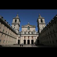 San Lorenzo de El Escorial, Basílica del Real Monasterio, Innenhof mit Fassade