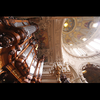 Berlin (Mitte), Dom, Tauf- und Traukapelle, Blick auf die große Orgel und Kuppel