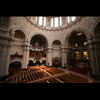 Berlin (Mitte), Dom, Tauf- und Traukapelle, Blick von der Seitenempore auf die Orgel und den Innenraum