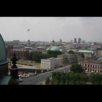 Berlin (Mitte), Dom, Tauf- und Traukapelle, Blick auf St. Hedwig (Kuppel), Gendarmenmarkt und Potsdamer Platz