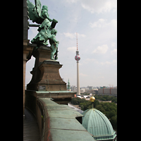 Berlin (Mitte), Dom, Tauf- und Traukapelle, Blick zum Fernsehturm